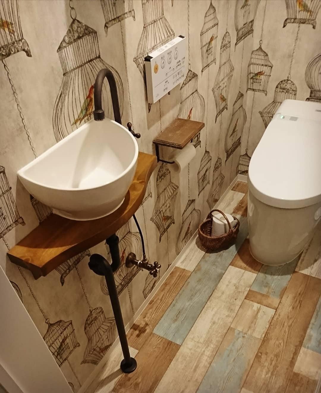 そのトイレ 壁紙でおしゃれ空間に激変させよう 実例やおすすめをご紹介 Mamagirl ママガール