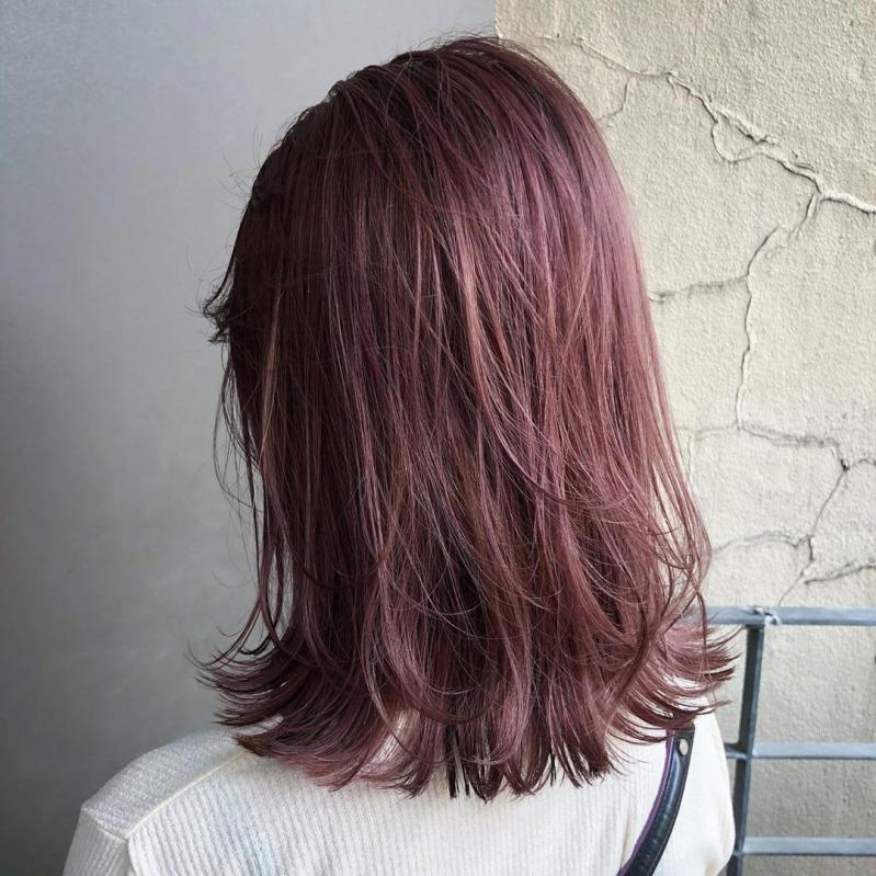 色 髪 ピンク ベージュ